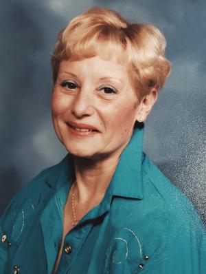Mme Nicole André
